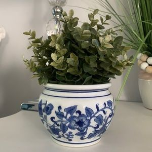 Blue & White Pot planter chinoiserie ceramic collectibles classic traditional